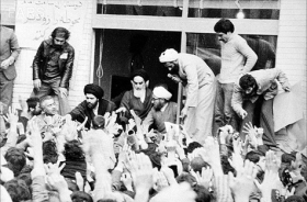 چرا انقلاب ایران، اسلامی است؟