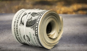 خلق پول بدون هیچ تلاشی برای بانکداران منفعت ایجاد میکند